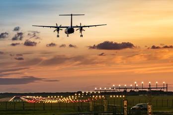 - - Flybe de Havilland Canada DHC-8-400Q / Bombardier Q400