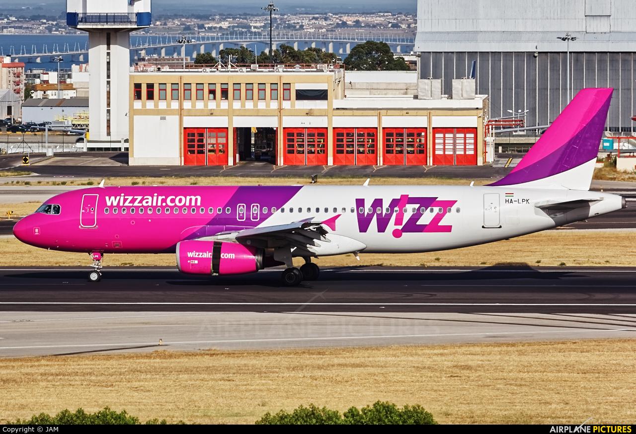 Wizz Air HA-LPK aircraft at Lisbon