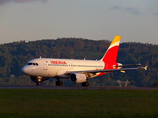 EC-MFP - Iberia Airbus A319