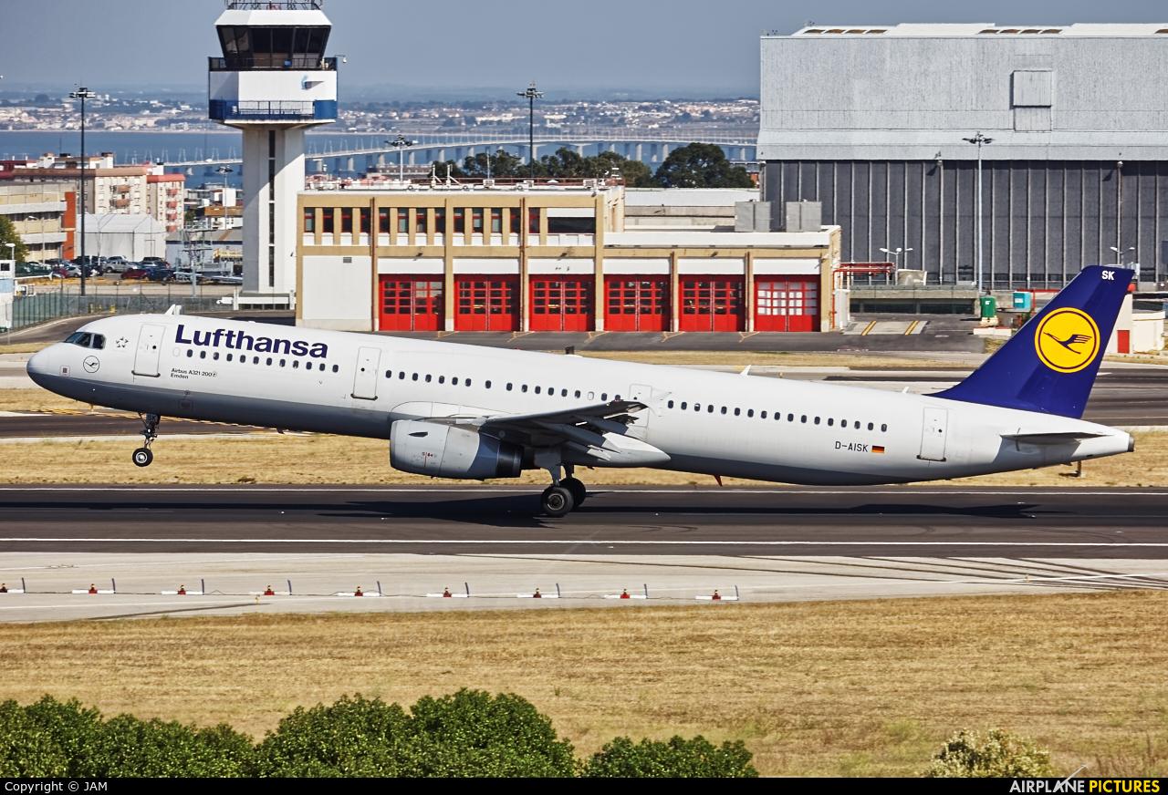 Lufthansa D-AISK aircraft at Lisbon