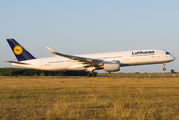 Lufthansa celebrates 50th anniversary of route to Budapest title=