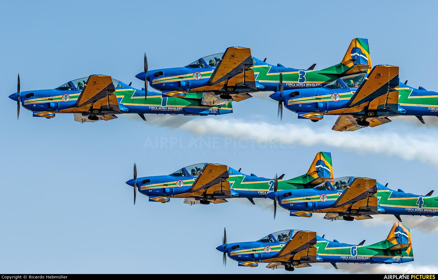 "Brazil - Air Force ""Esquadrilha da Fumaça"" 5719 aircraft at Brasília - Presidente Juscelino Kubitschek Intl"