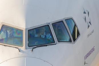 HS-TKC - Thai Airways - Airport Overview - People, Pilot