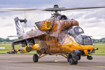 716 - Hungary - Air Force Mil Mi-24V