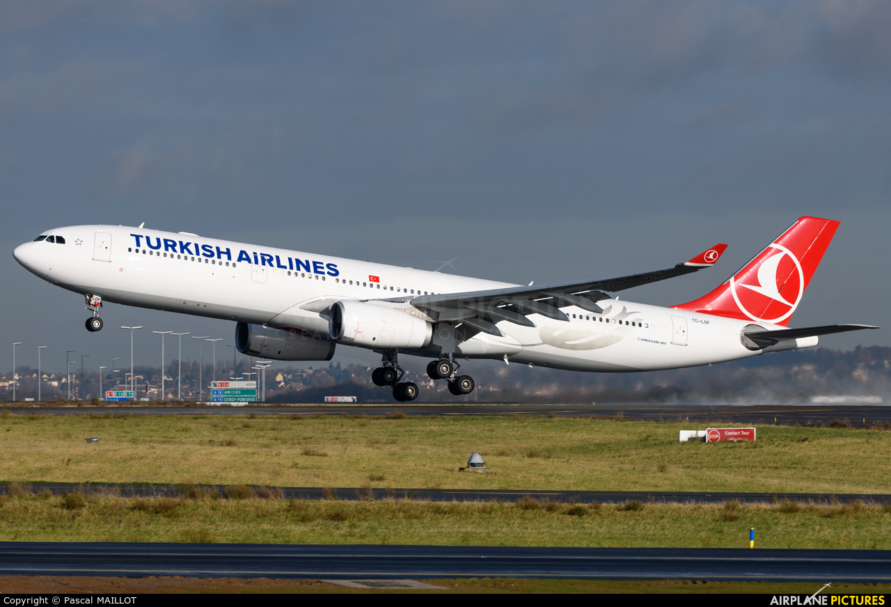 Turkish Airlines TC-LOF aircraft at Paris - Charles de Gaulle