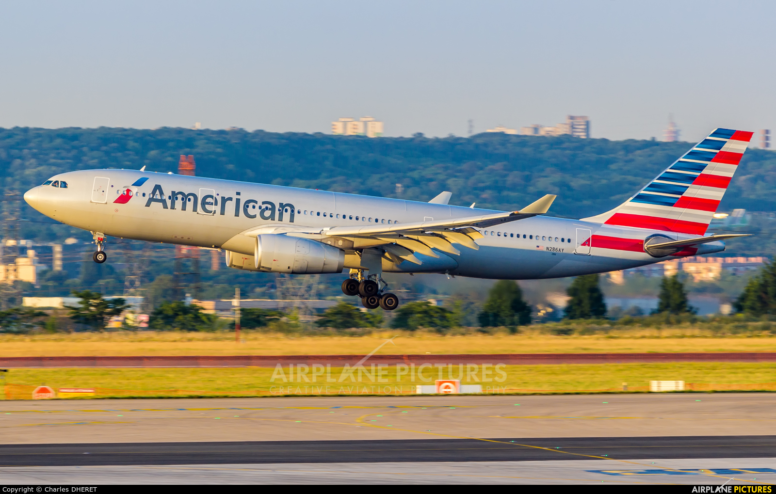 American Airlines N286AY aircraft at Paris - Charles de Gaulle