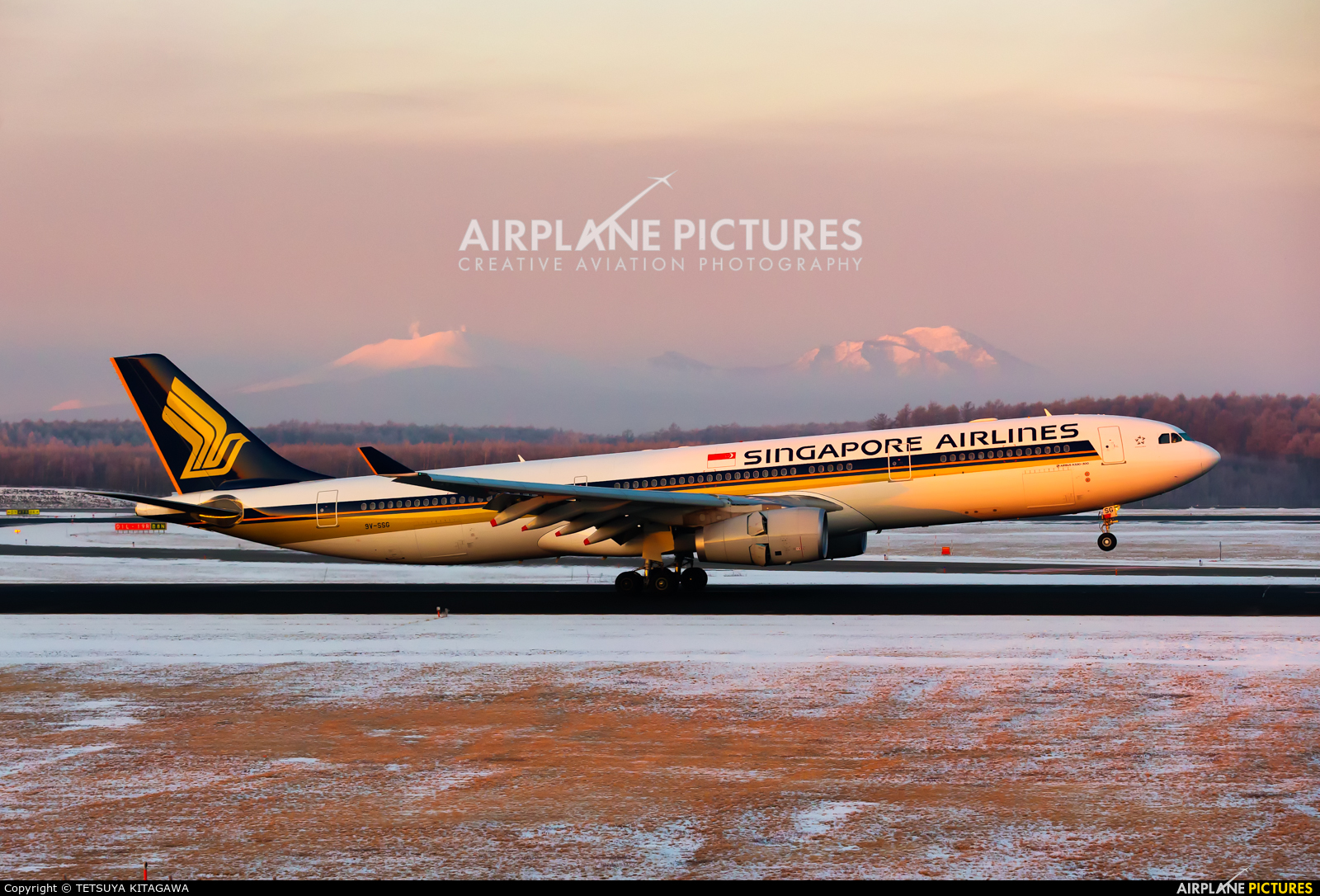 Singapore Airlines 9V-SSG aircraft at New Chitose