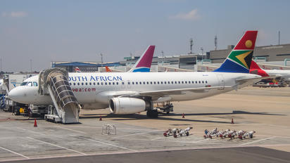 ZS-SZI - South African Airways Airbus A320