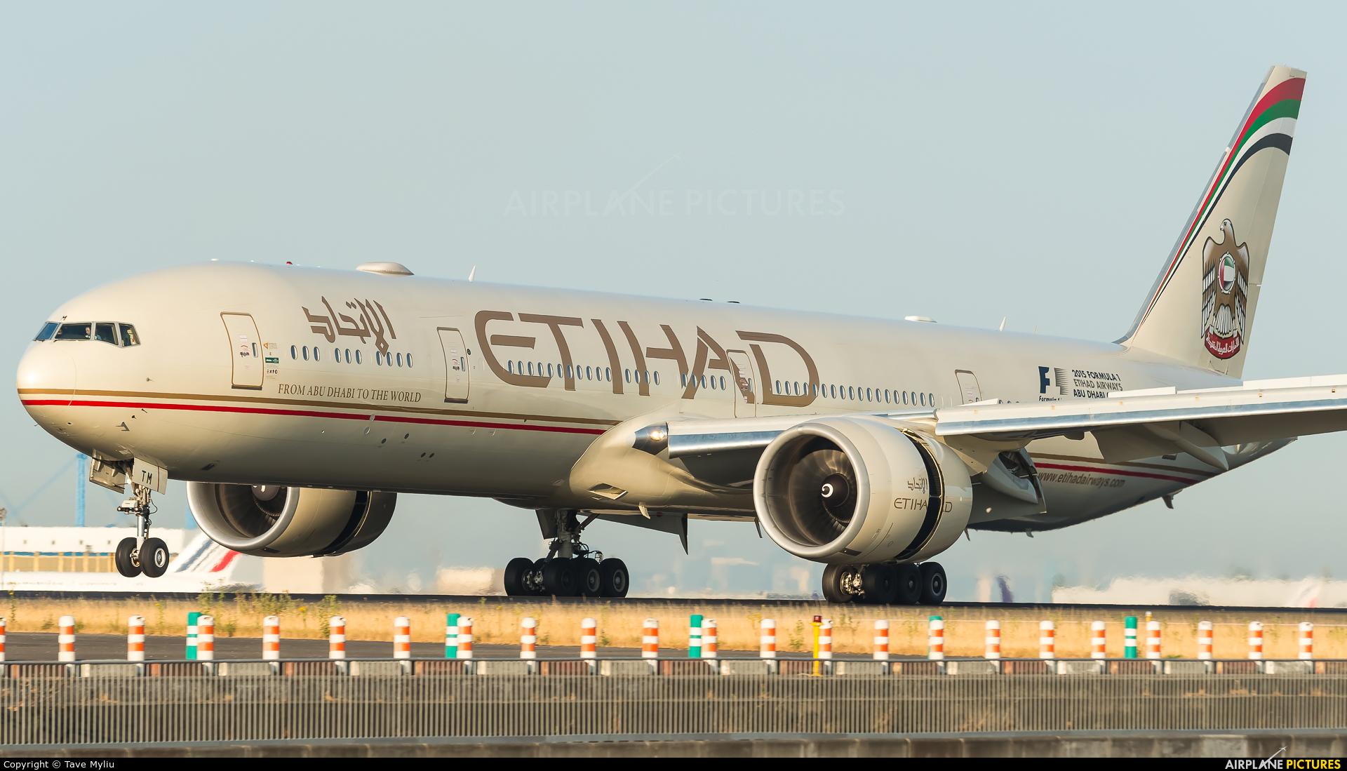 Etihad Airways A6-ETM aircraft at Paris - Charles de Gaulle