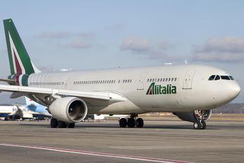 EI-EJJ - Alitalia Airbus A330-200
