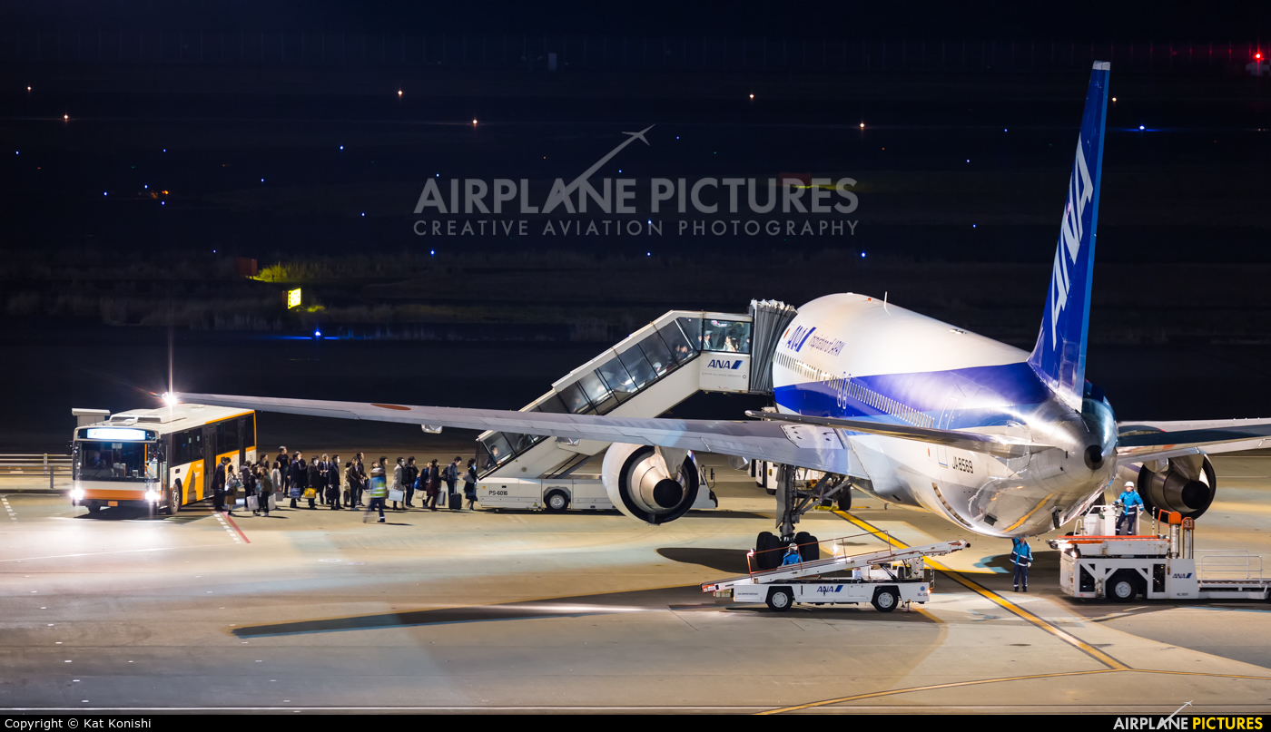 ANA - All Nippon Airways JA8569 aircraft at Tokyo - Haneda Intl
