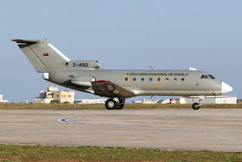 T-450 - Angola - Air Force Yakovlev Yak-40