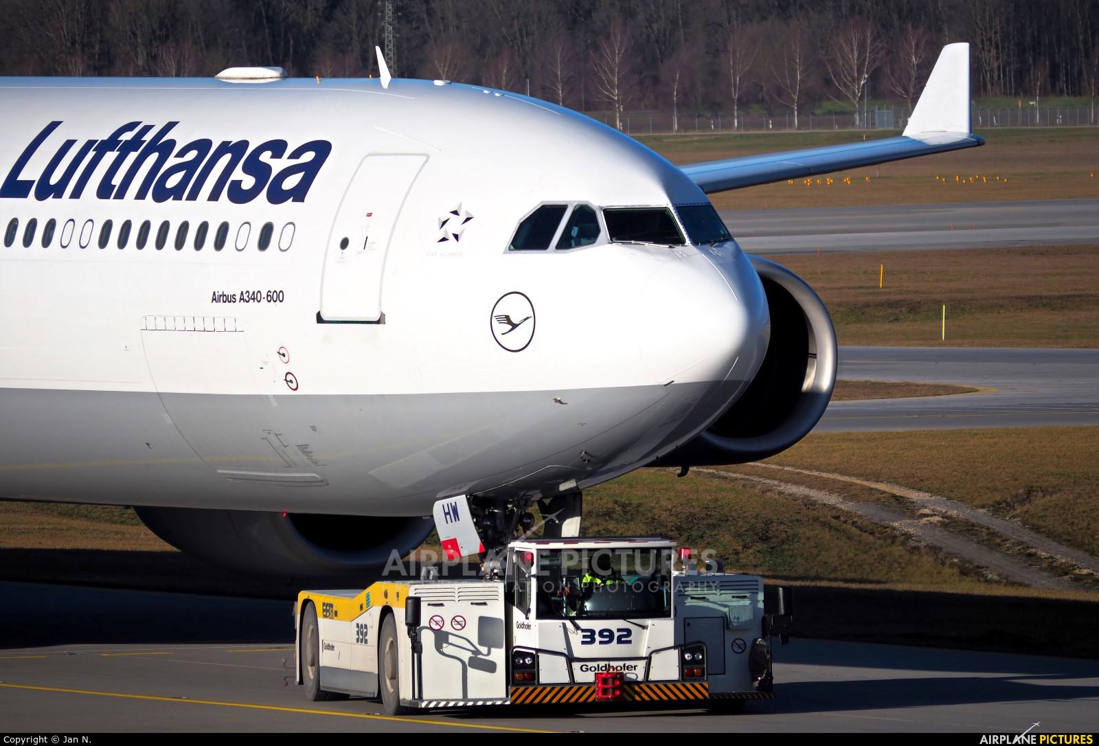 Lufthansa D-AIHW aircraft at Munich
