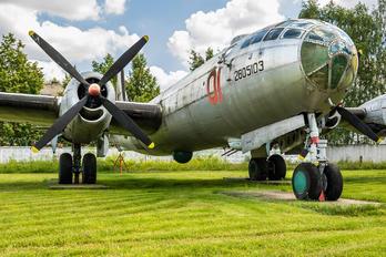 01 - Russia - Air Force Tupolev Tu-4