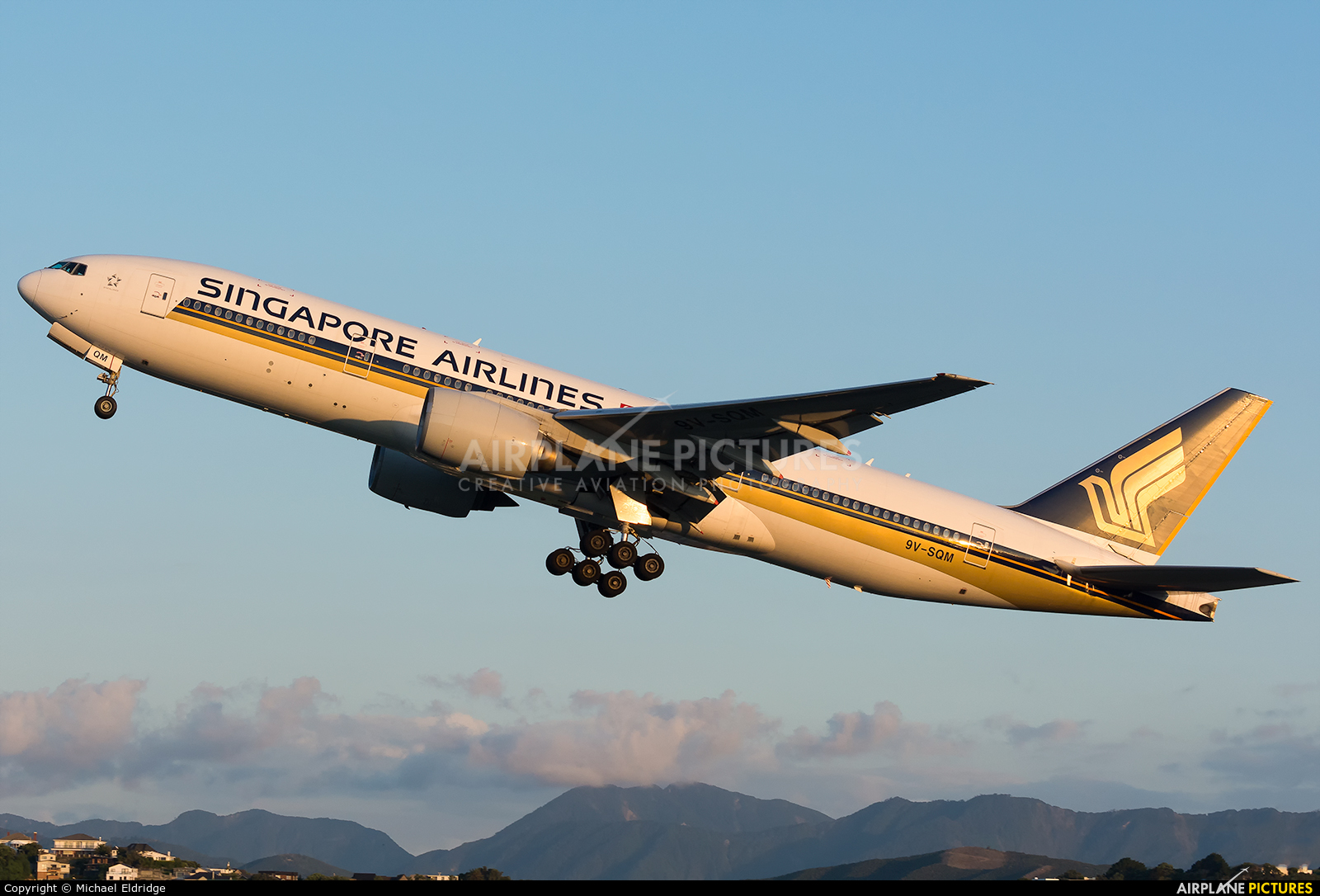 Singapore Airlines 9V-SQM aircraft at Wellington Intl