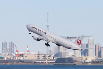 JA739J - JAL - Japan Airlines Boeing 777-300ER