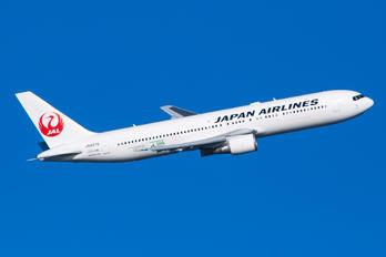 JA8976 - JAL - Japan Airlines Boeing 767-300