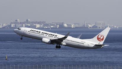 JA333J - JAL - Japan Airlines Boeing 737-800