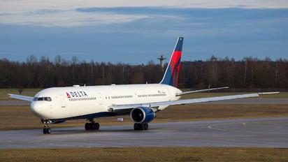 N838MH - Delta Air Lines Boeing 767-400ER