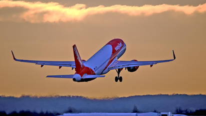 G-EZRH - easyJet Airbus A320