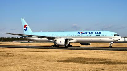 HL8217 - Korean Air Boeing 777-300ER
