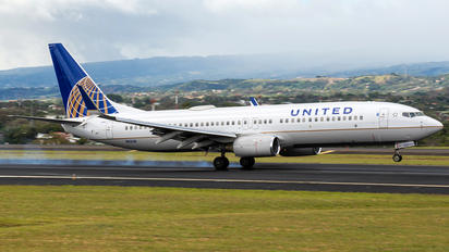 N11206 - United Airlines Boeing 737-800