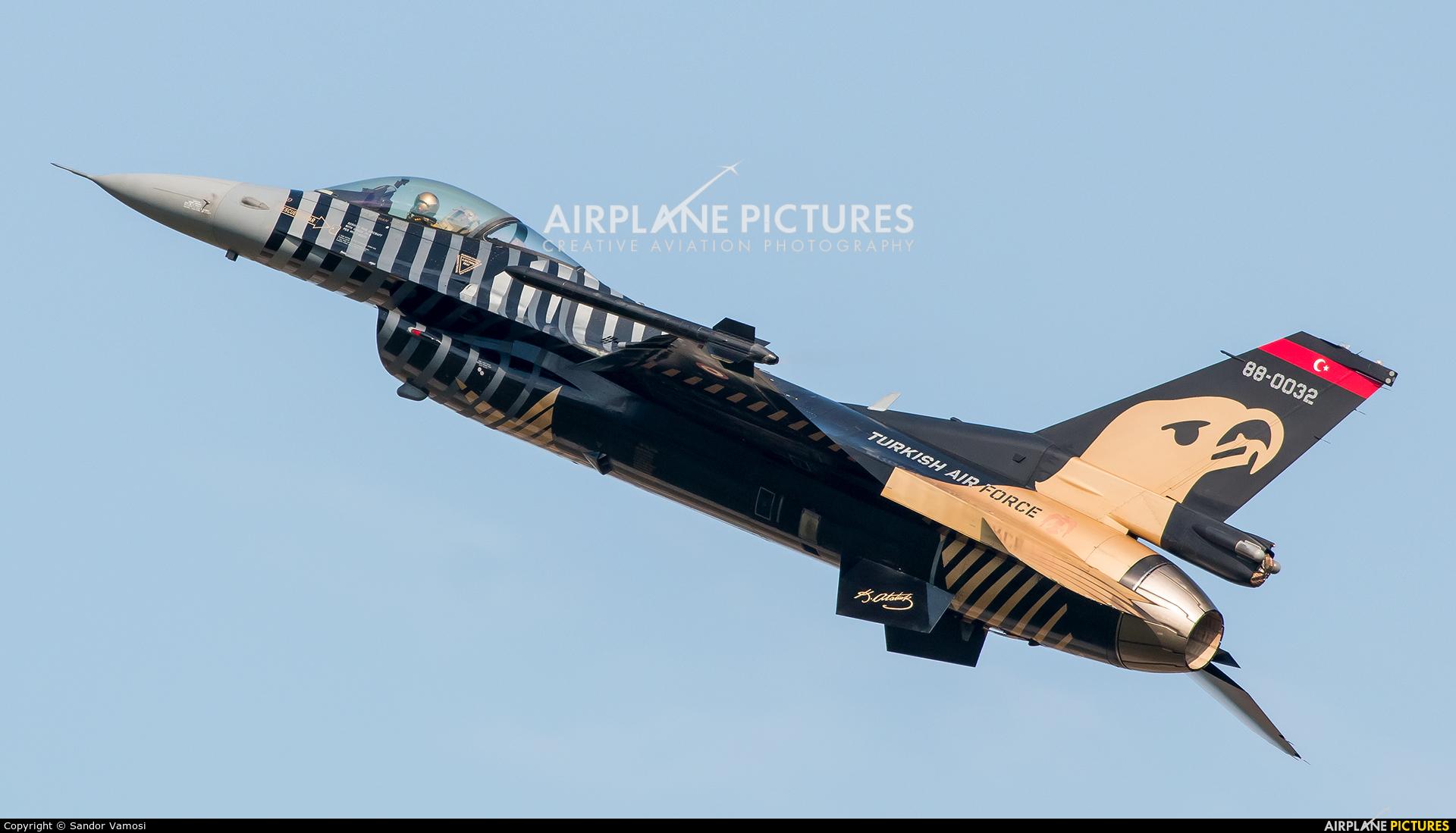 Turkey - Air Force 88-0032 aircraft at Sliač