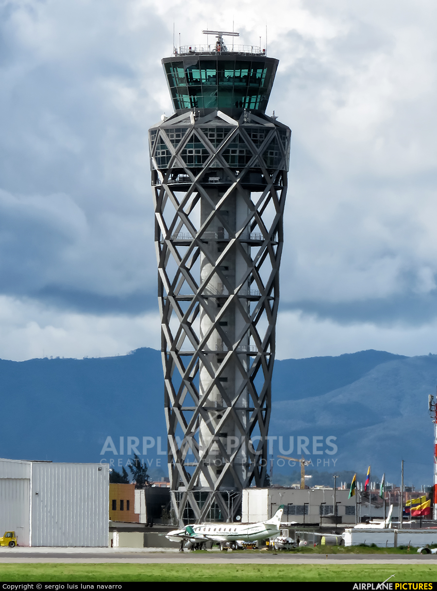 - Airport Overview - aircraft at Bogotá - Eldorado Intl