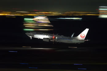 JA350J - JAL - Japan Airlines Boeing 737-800