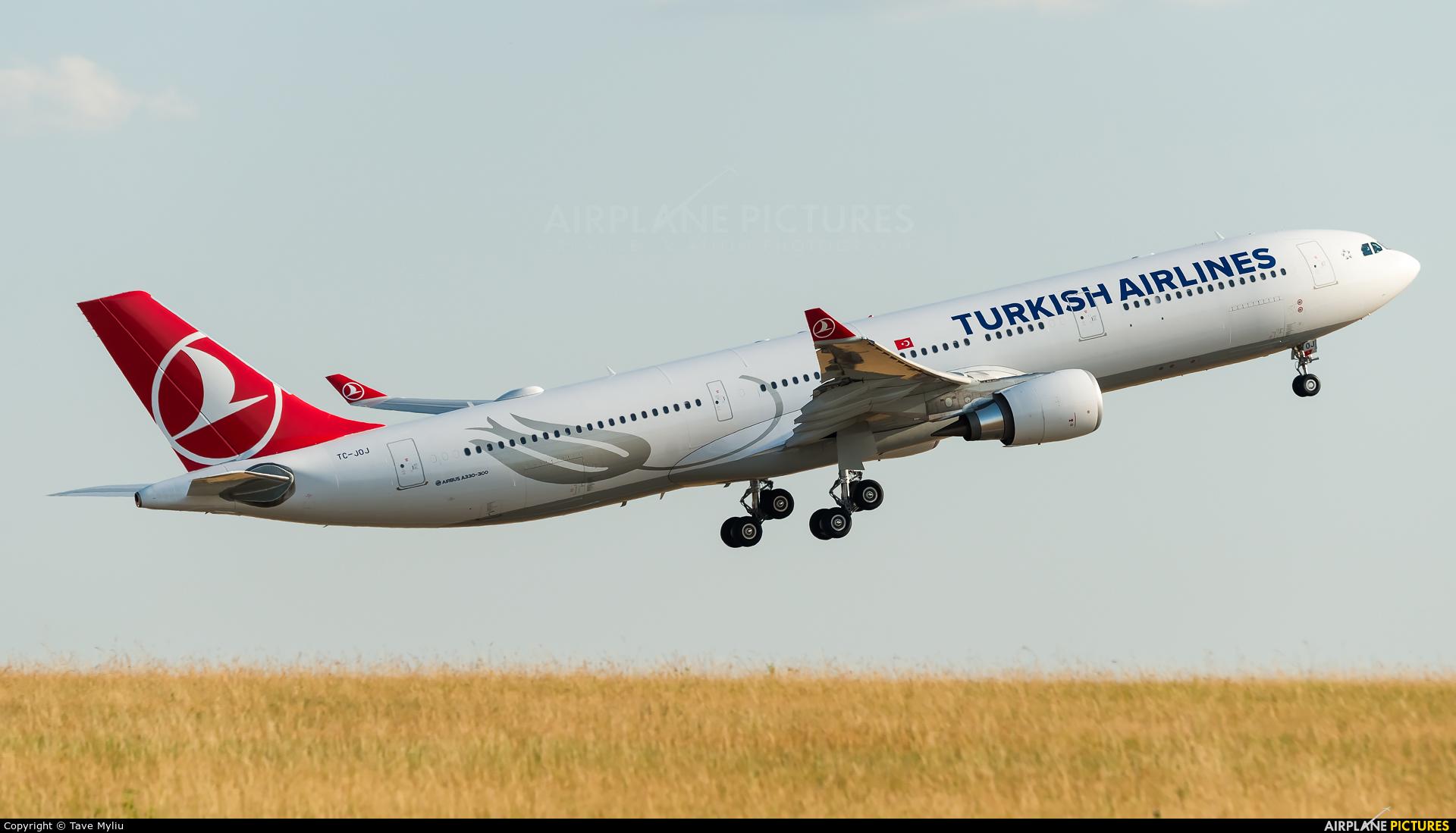 Turkish Airlines TC-JOJ aircraft at Paris - Charles de Gaulle