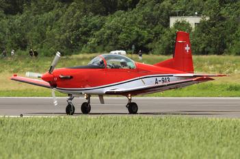 A-913 - Switzerland - Air Force: PC-7 Team Pilatus PC-7 I & II