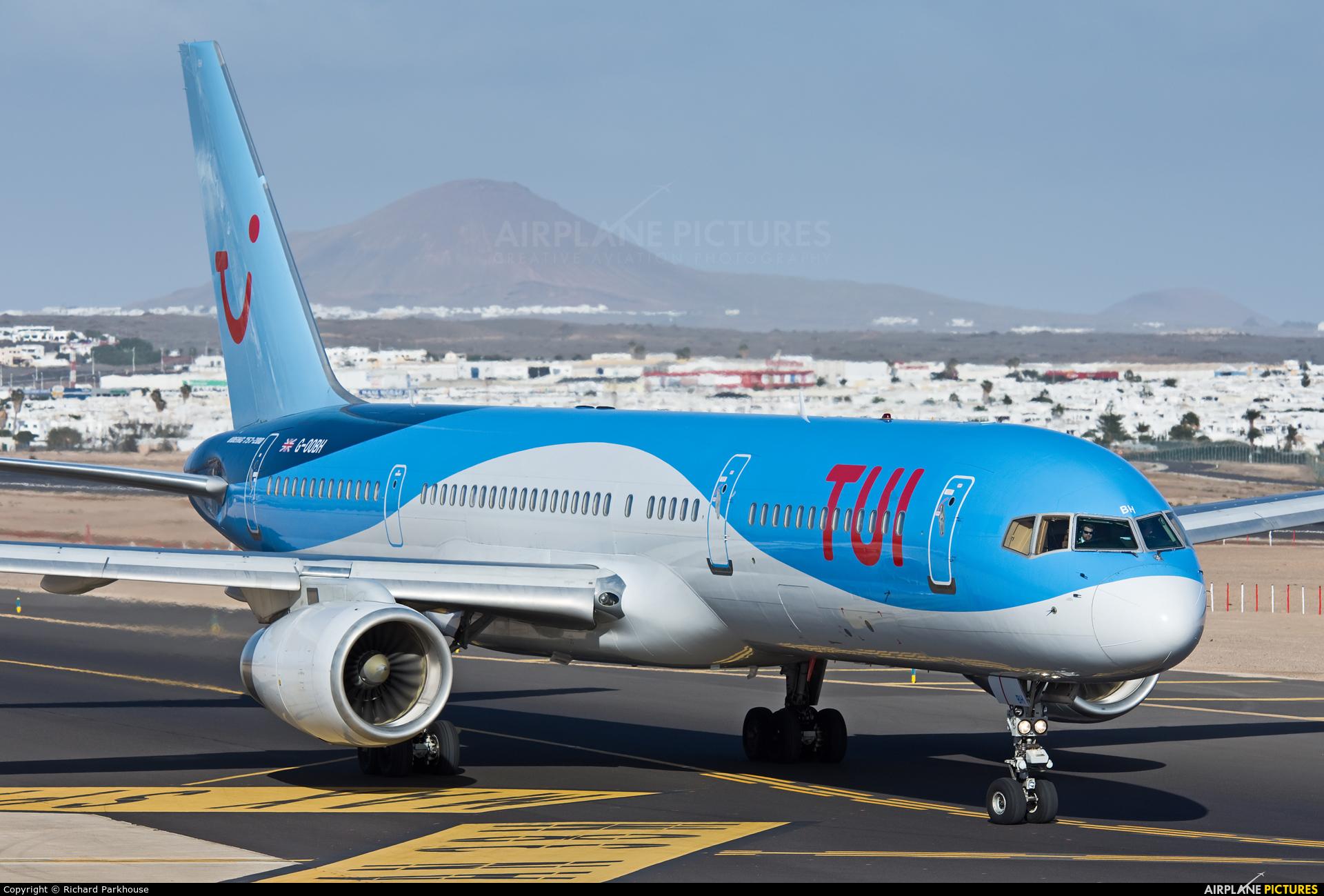 TUI Airways G-OOBH aircraft at Lanzarote - Arrecife