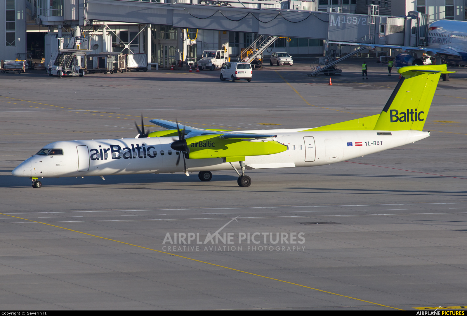 Air Baltic YL-BBT aircraft at Munich