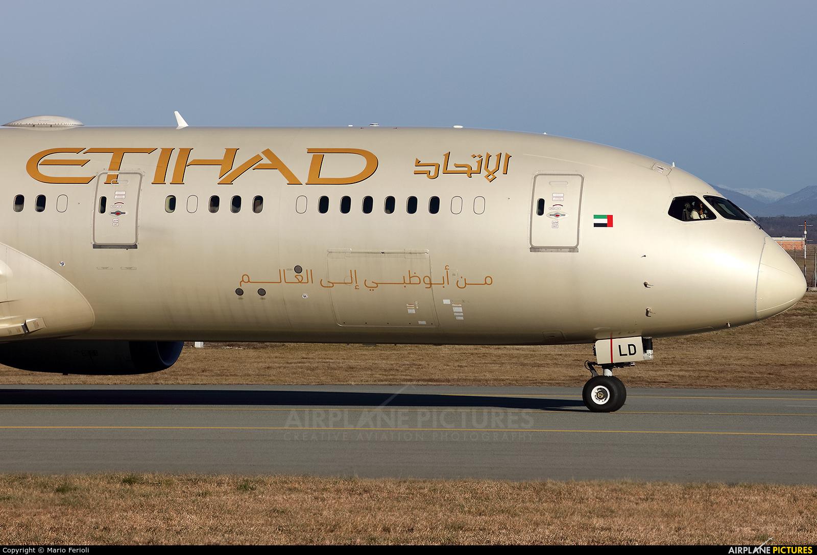 Etihad Airways A6-BLD aircraft at Milan - Malpensa