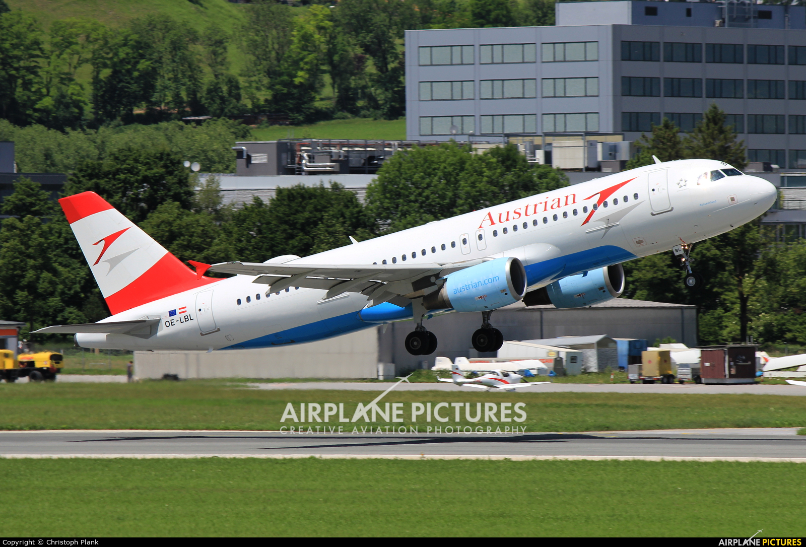 Austrian Airlines/Arrows/Tyrolean OE-LBL aircraft at Innsbruck