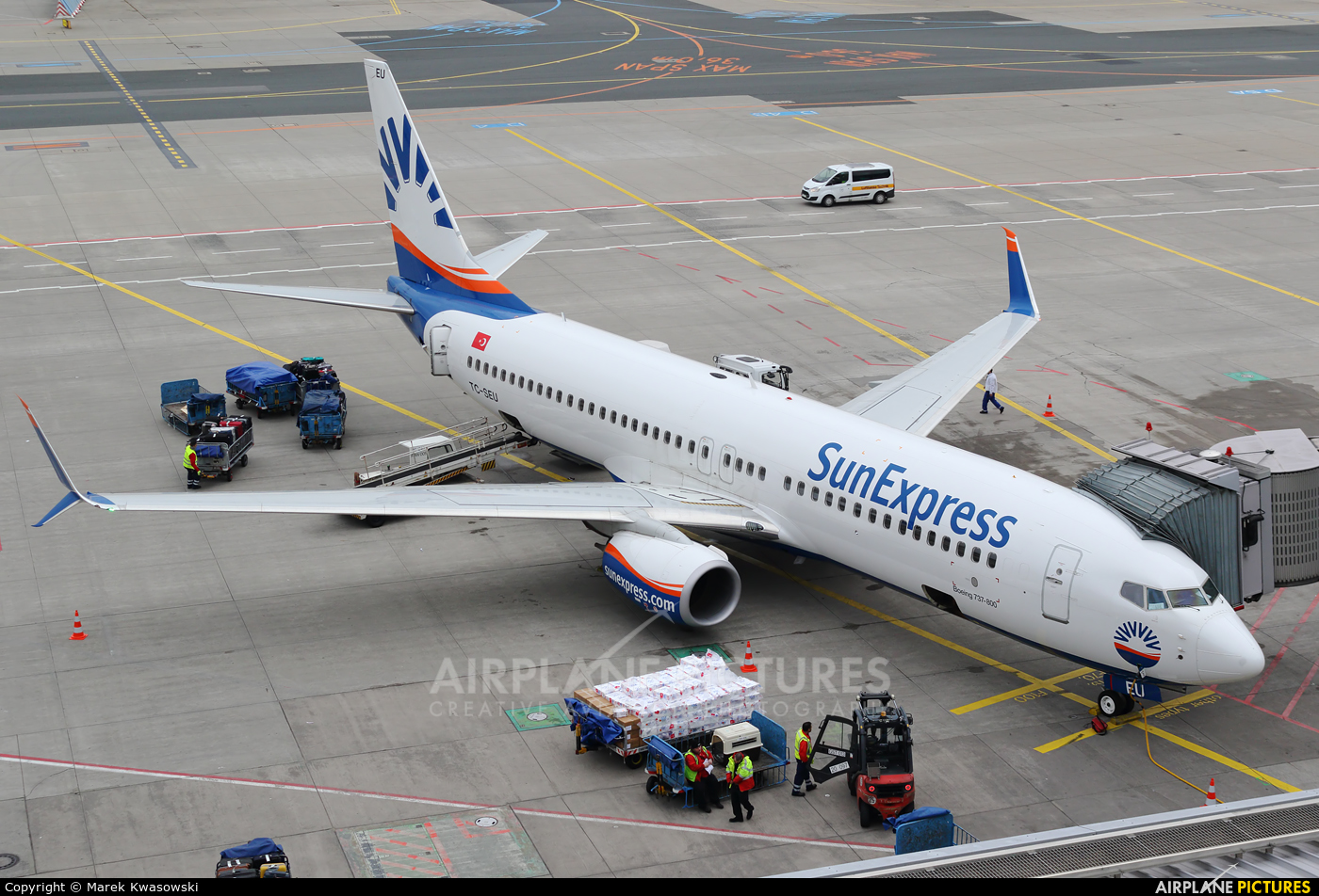 SunExpress TC-SEU aircraft at Frankfurt