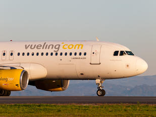 EC-JFF - Vueling Airlines Airbus A320