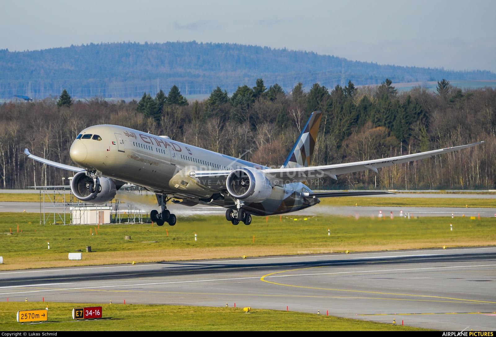 Etihad Airways A6-BLN aircraft at Zurich