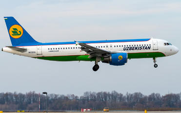 UK32011 - Uzbekistan Airways Airbus A320