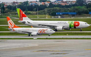 PR-GED - GOL Transportes Aéreos  Boeing 737-700