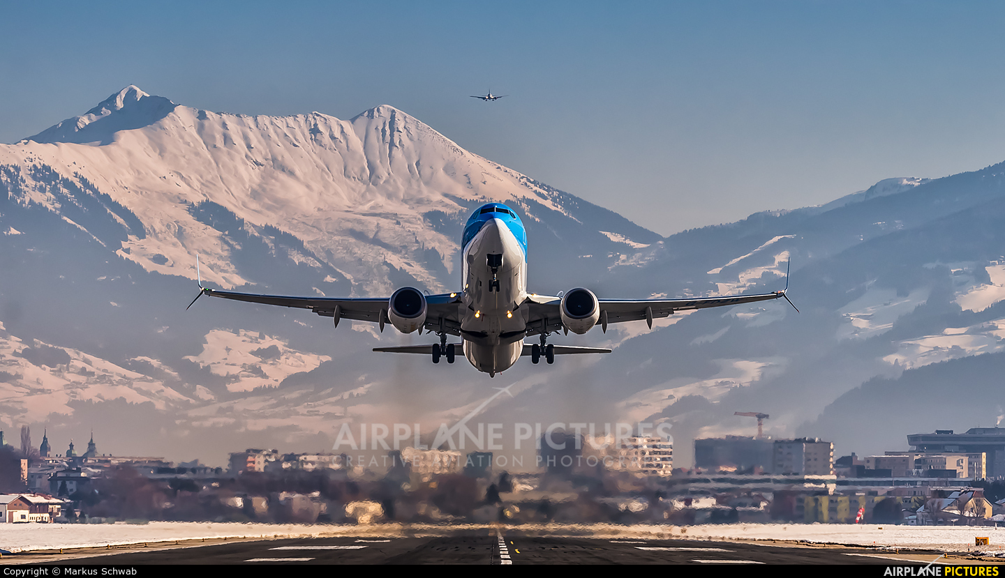 TUI Airways G-FDZW aircraft at Innsbruck