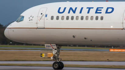 N17105 - United Airlines Boeing 757-200
