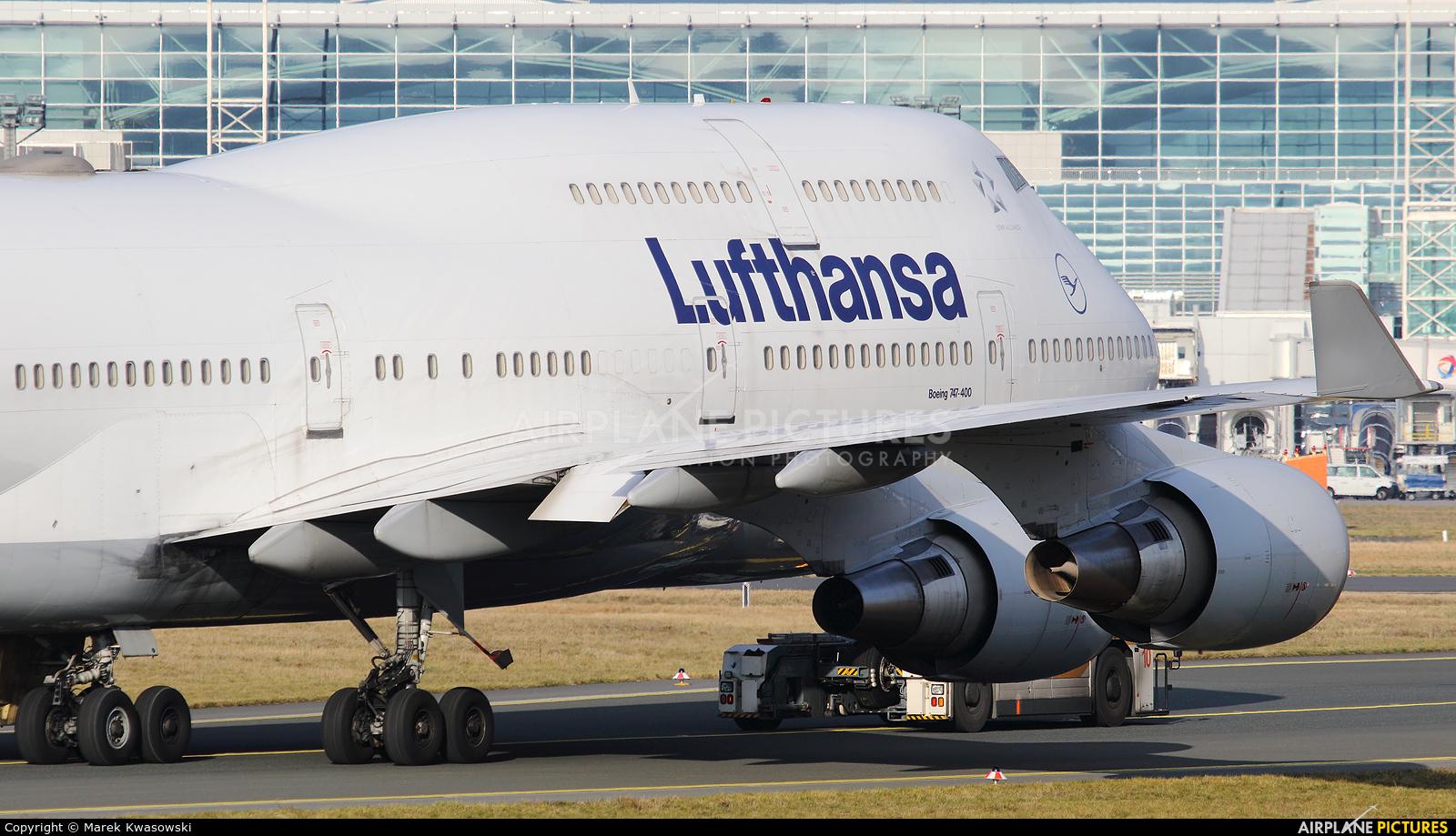 Lufthansa D-ABVY aircraft at Frankfurt