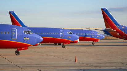 - - Southwest Airlines - Airport Overview - Runway, Taxiway