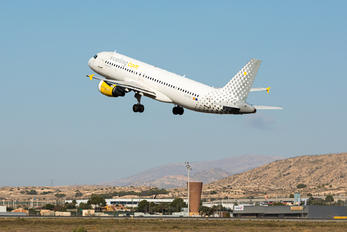 EC-KDG - Vueling Airlines Airbus A320