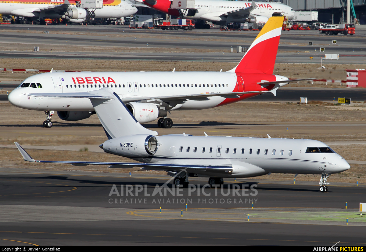 Private N180PE aircraft at Madrid - Barajas