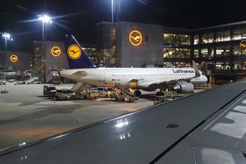 D-AIDM - Lufthansa Airbus A321