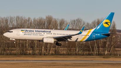 UR-PSV - Ukraine International Airlines Boeing 737-8AS