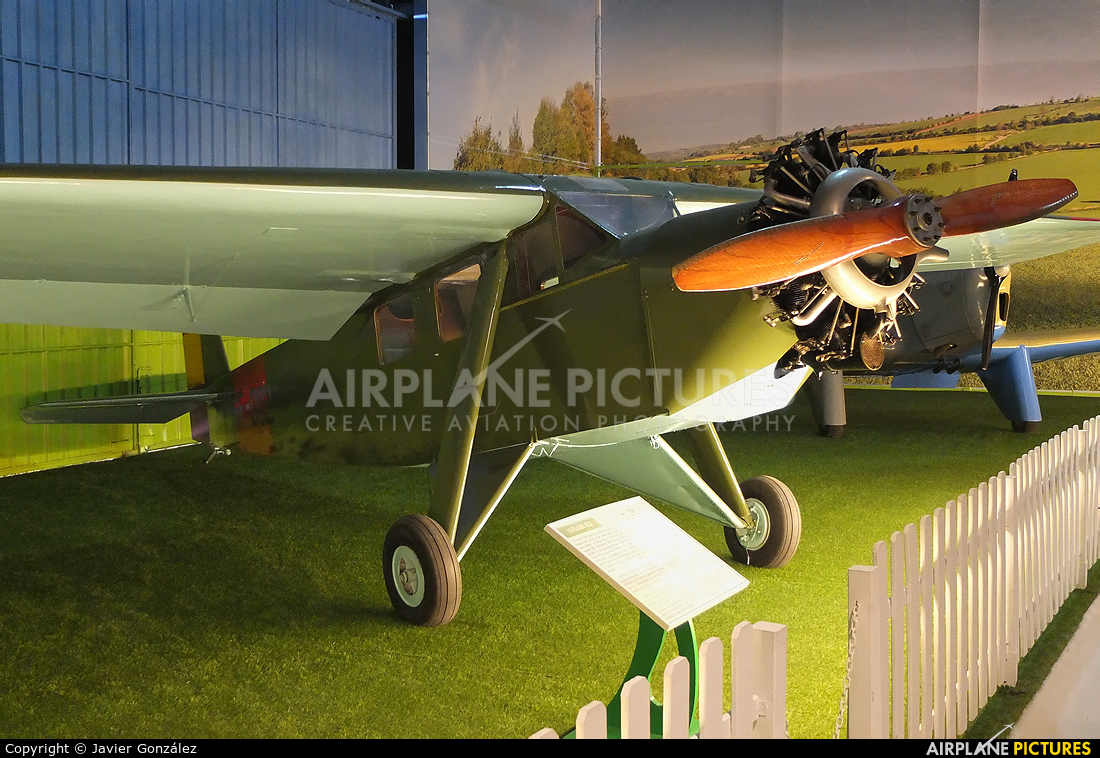 Spain - Air Force SF-002 aircraft at Madrid - Cuatro Vientos