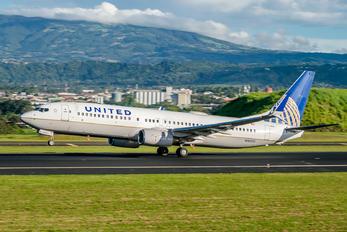 N18223 - United Airlines Boeing 737-800